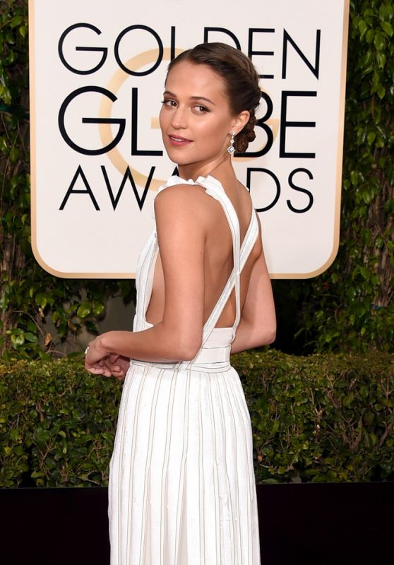 alicia-vikander-2016-golden-globe-awards-in-beverly-hills-1_thumbnail