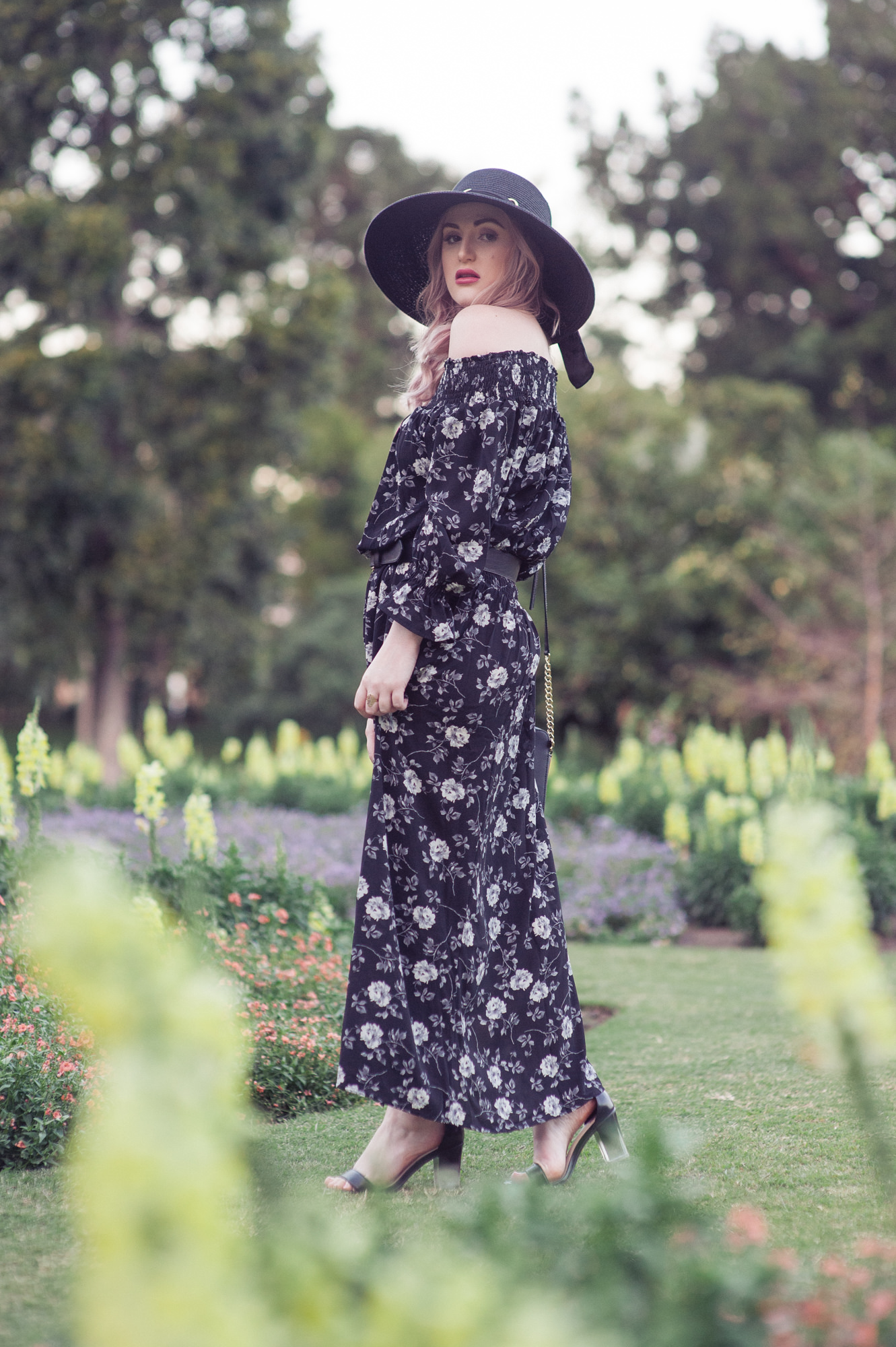 "alt=""How To Dress Up A Maxi Dress"""